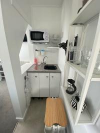Tree Mallow holiday flat kitchen